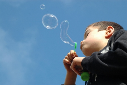 blowing-bubbles-1351843-639x424